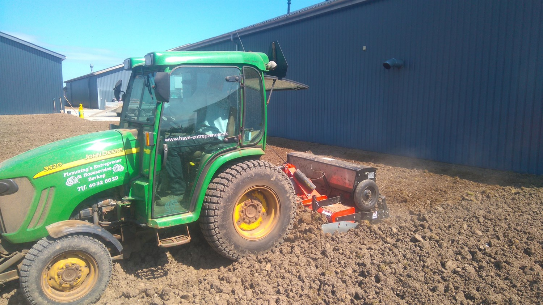 anlæg græsplæne lerjord